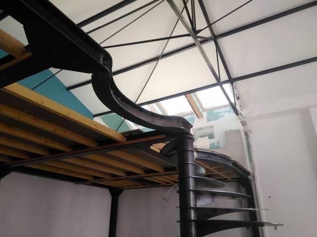 conception et pose d'une mezzanine en acier - freestyle forge