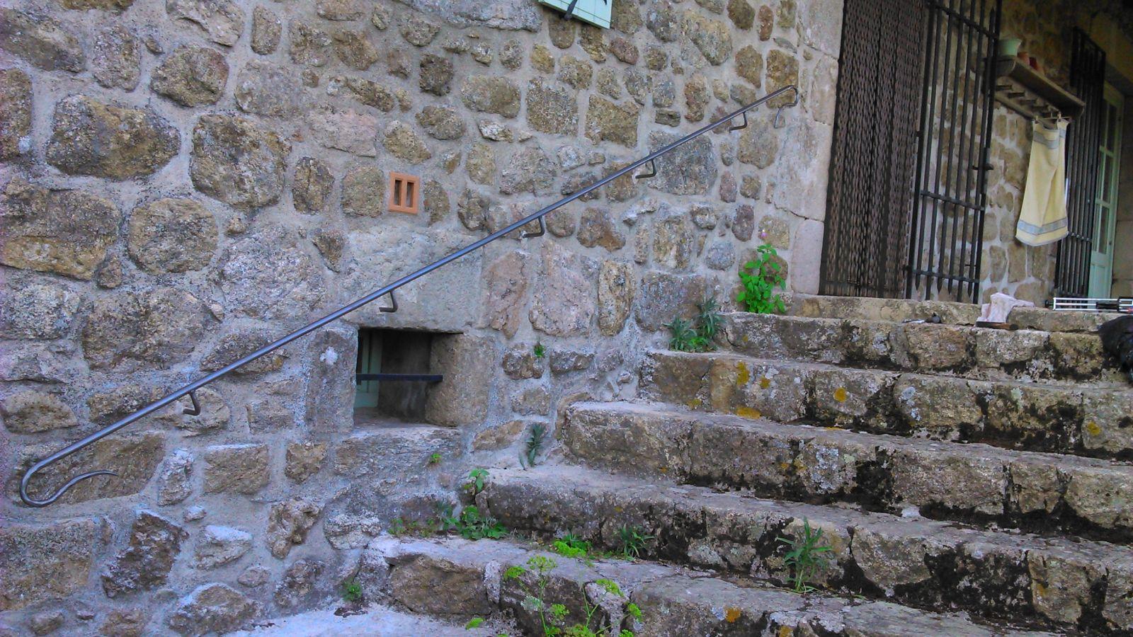 Main Courante En Fer Forge Sur Mesure Pour Un Escalier Exterieur A
