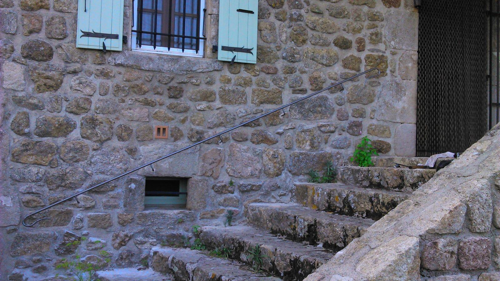 Main courante en fer forg sur mesure pour un escalier ext rieur hy res 83 freestyle forge - Main courante sur mesure ...