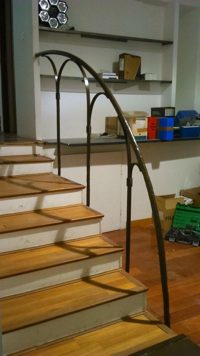 Rampe d 39 escalier en fer forg dans un loft marseille for Escalier helicoidale marseille