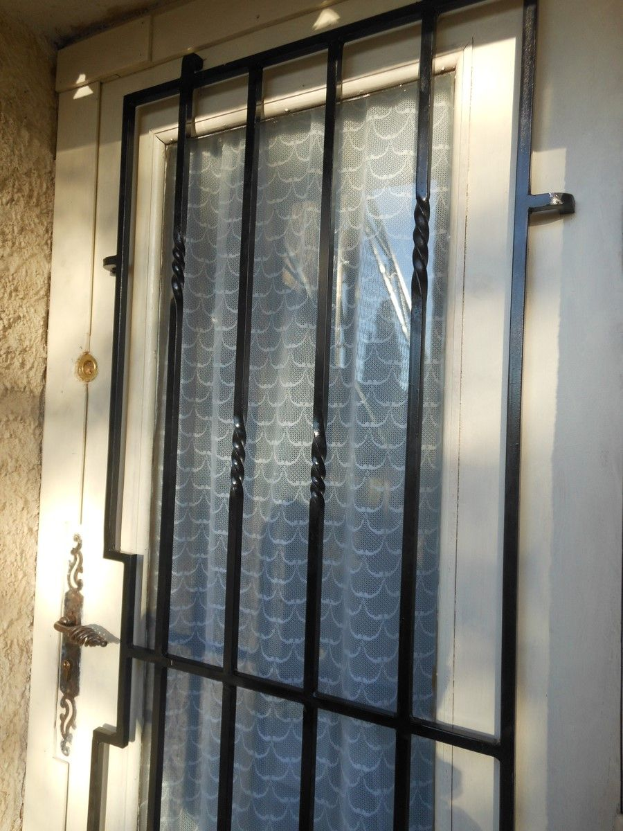 grille de d fense sur mesure en fer forg roquefort la b doule 13 freestyle forge. Black Bedroom Furniture Sets. Home Design Ideas