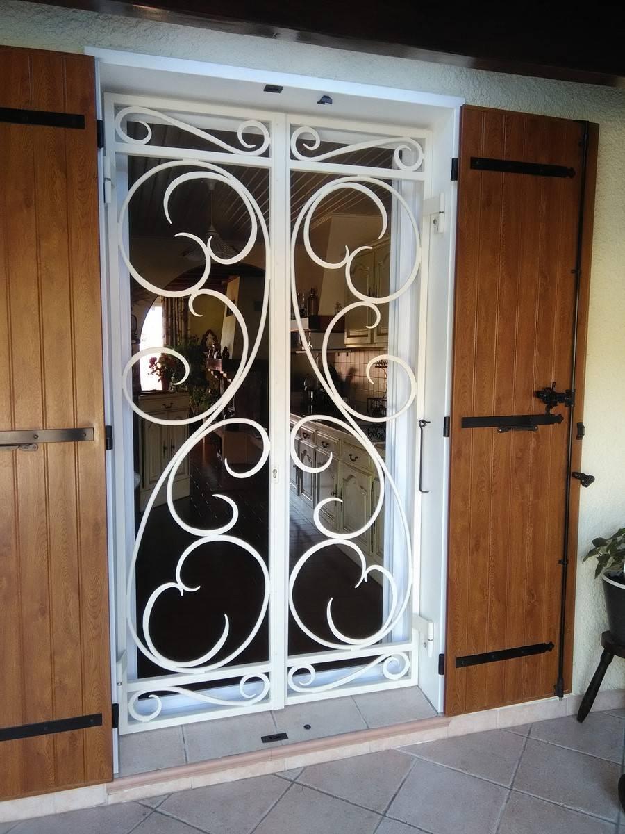 grille porte d entr e fer forg fashion designs. Black Bedroom Furniture Sets. Home Design Ideas
