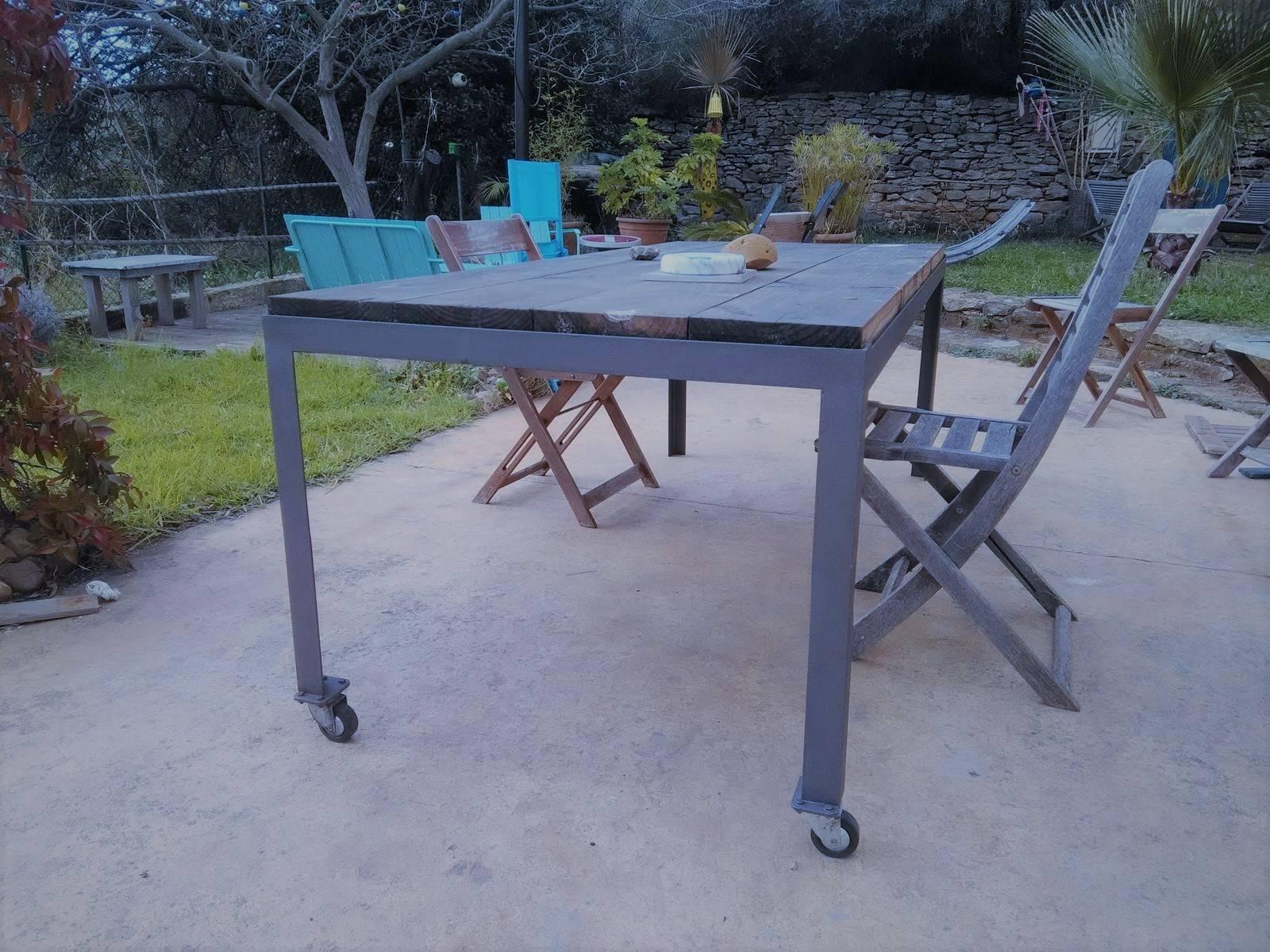 Table de jardin sur mesure en acier la ciotat 13 for Table exterieur sur mesure