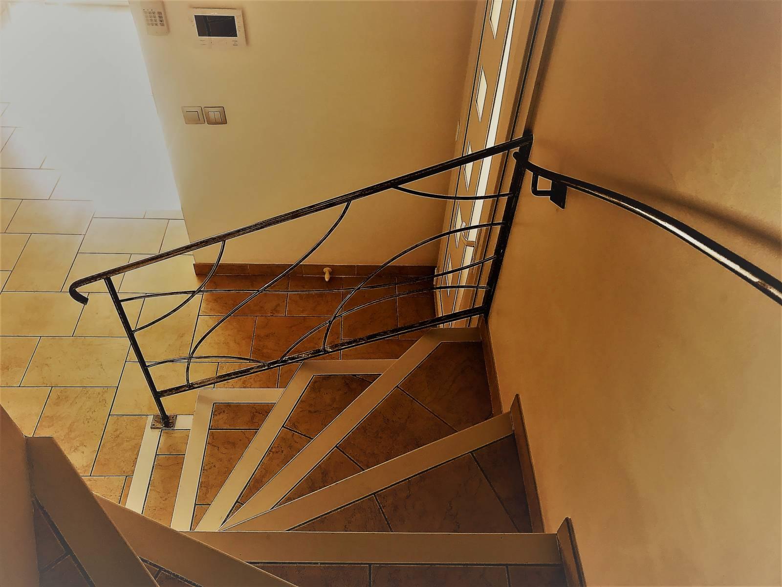 rampes d 39 escalier en fer forg sur mesure marseille 13004 freestyle forge. Black Bedroom Furniture Sets. Home Design Ideas