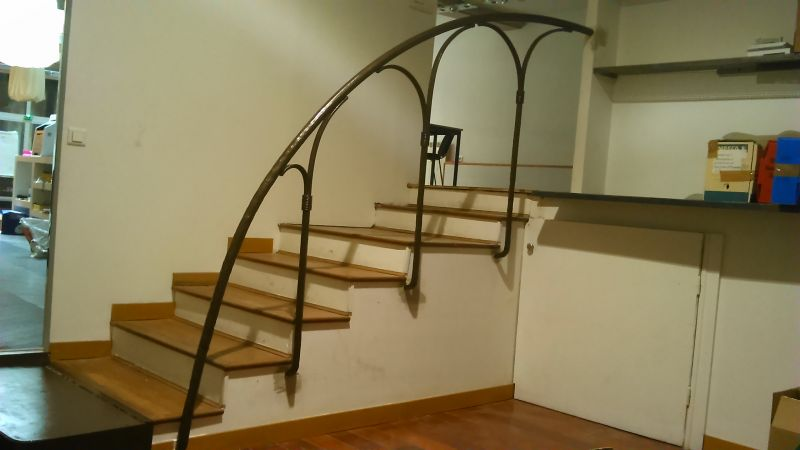 R alisation d 39 une rampe d 39 escalier en fer forg dans un for Norme escalier exterieur public